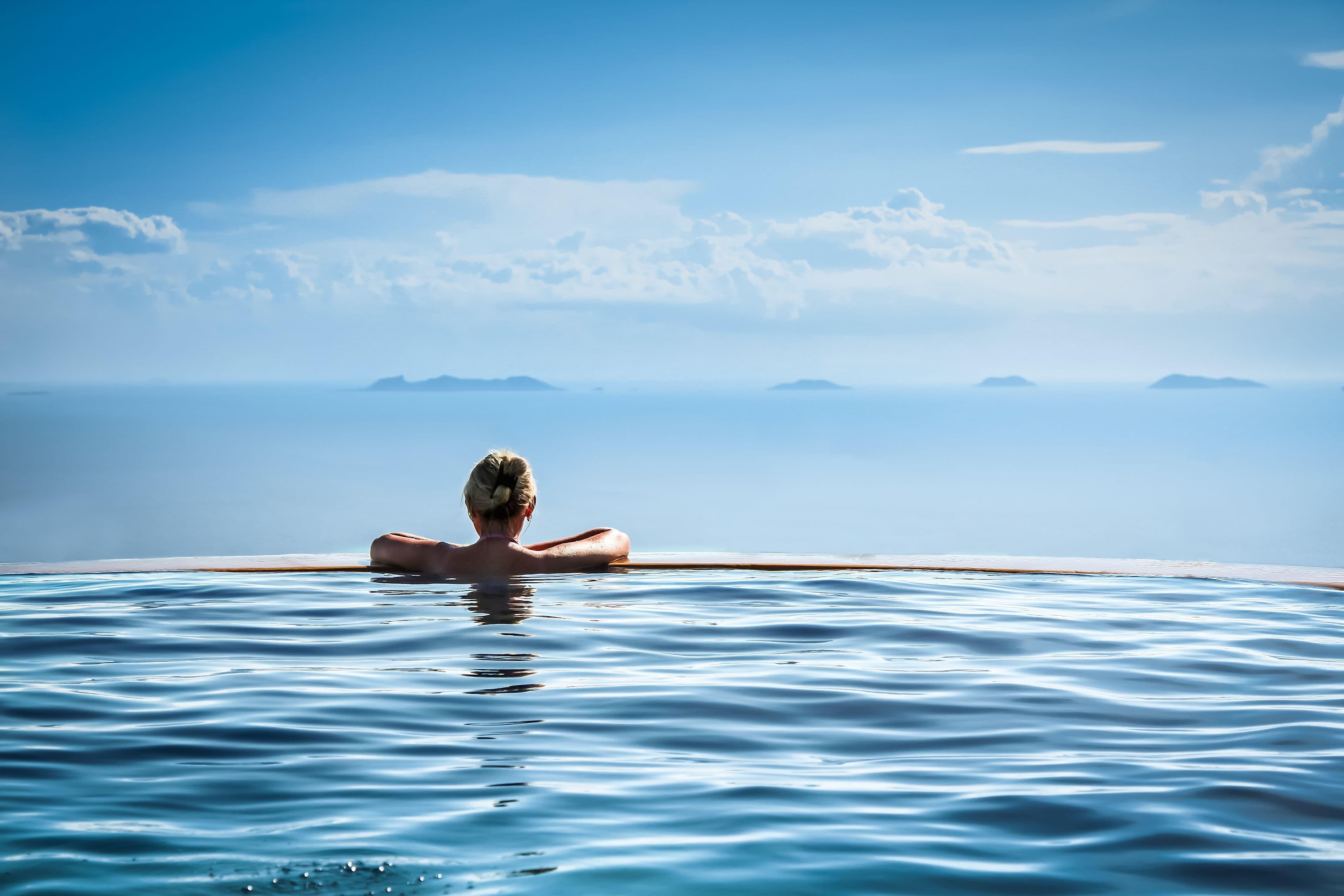 Hotel_Swimming_Pool